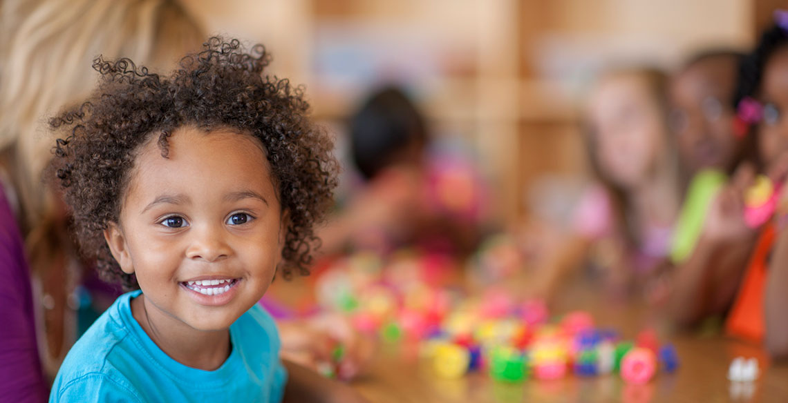 Como ajudar meu filho a se adaptar à nova escola