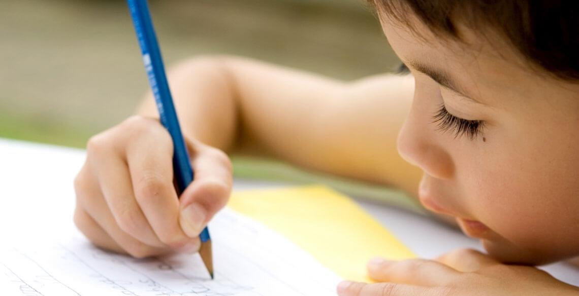 Falta de escrever à mão 'pode prejudicar desenvolvimento cerebral das crianças'