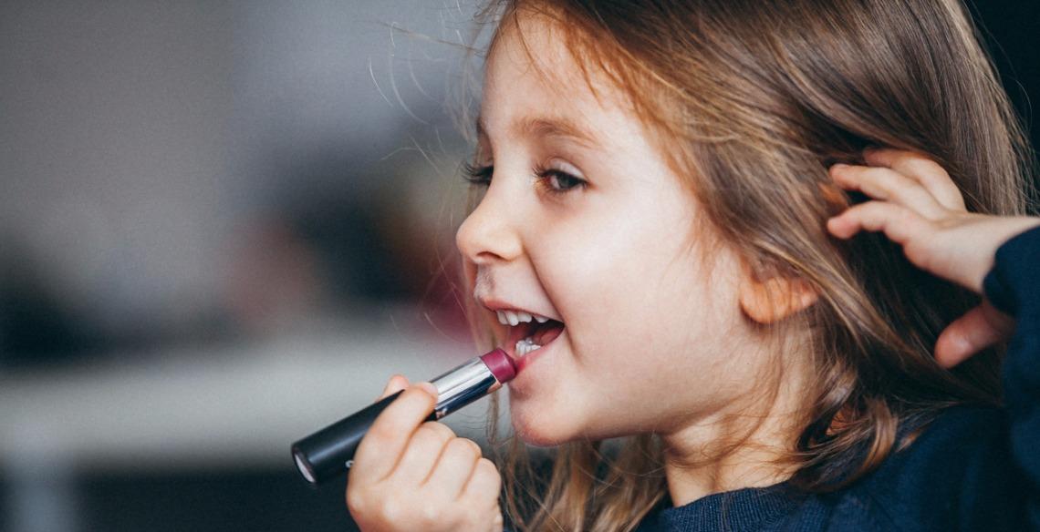 Criança pode usar maquiagem?