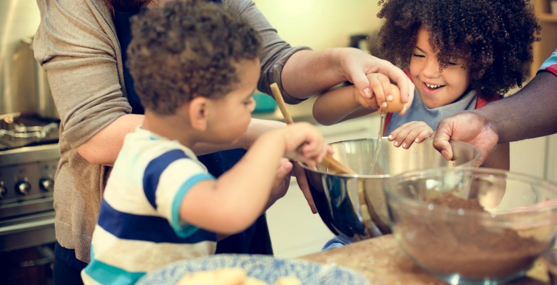 Cozinhando com os pequenos: Confira 4 receitas para fazer em família