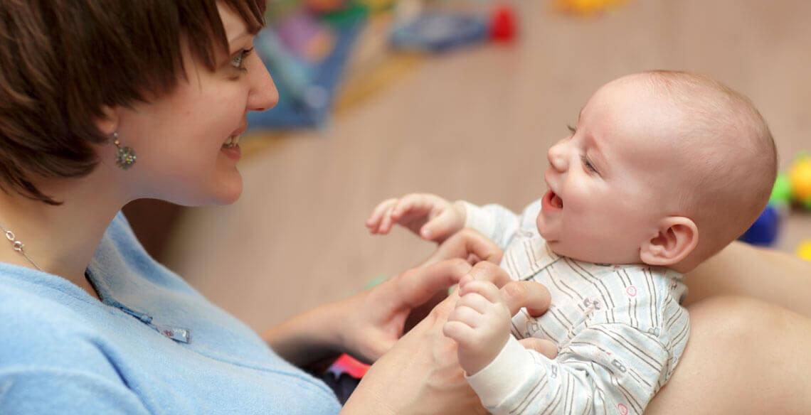 O desenvolvimento de linguagem dos bebês mês a mês