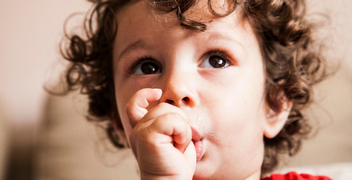 10 dicas para ajudar as crianças a se livrarem do hábito de chupar o dedo