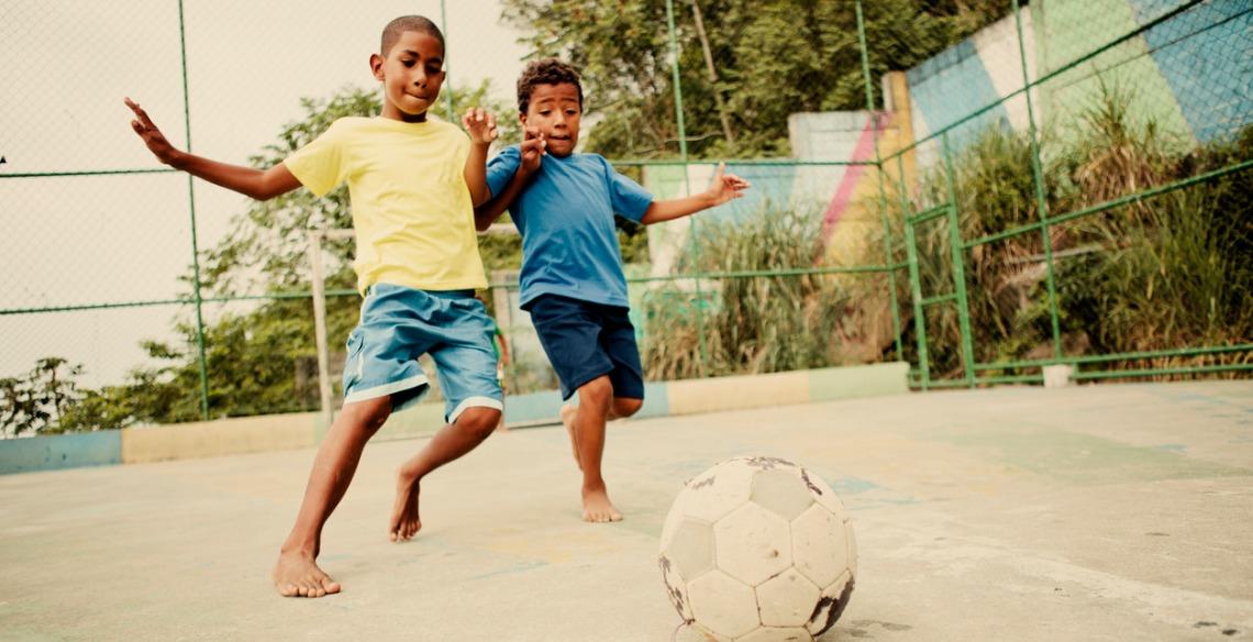 Conheça 7 benefícios do futebol para crianças