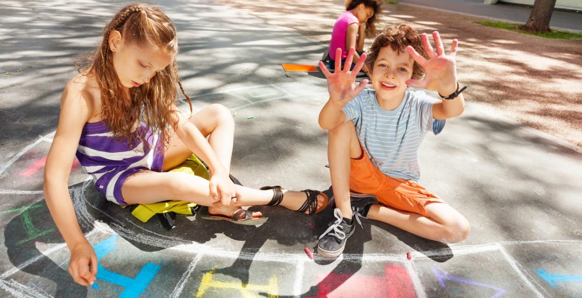 Você sabia que brincar pode ser terapêutico para as crianças?