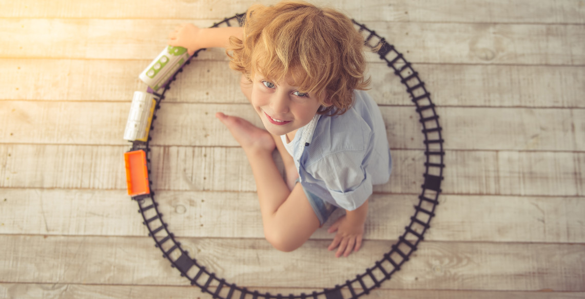4 coisas que crianças fazem para aprender e adultos detestam