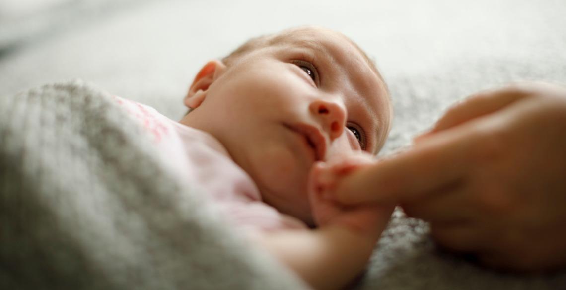 A explicação por trás do instinto materno das recém-mães