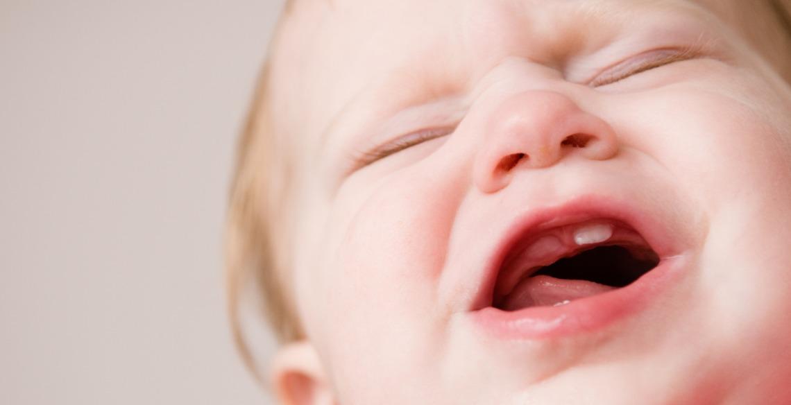 Quando os dentinhos do bebê começam a nascer