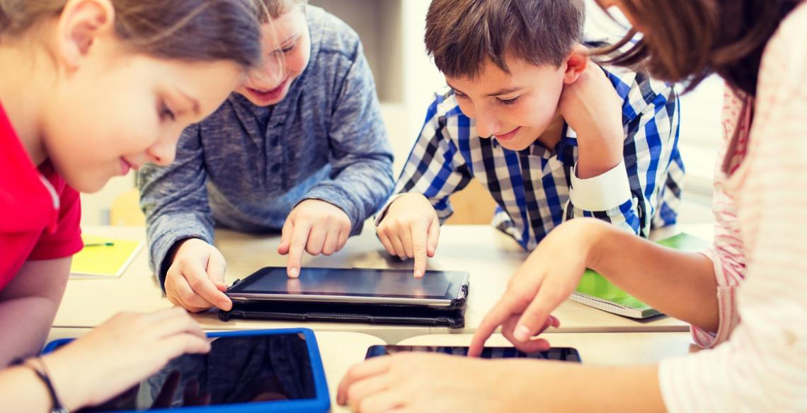 Tecnologia na infância e as memórias que seu filho levará