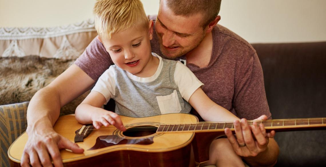 Como ajudar no desenvolvimento musical do seu filho?
