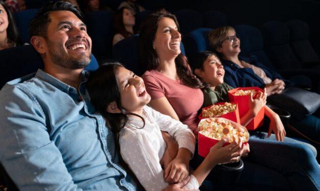 Sessão de cinema adaptada para autistas vira lei em SP