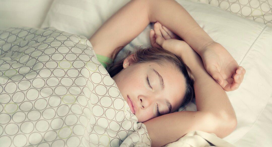 Meu filho dorme muito. Isso é normal?