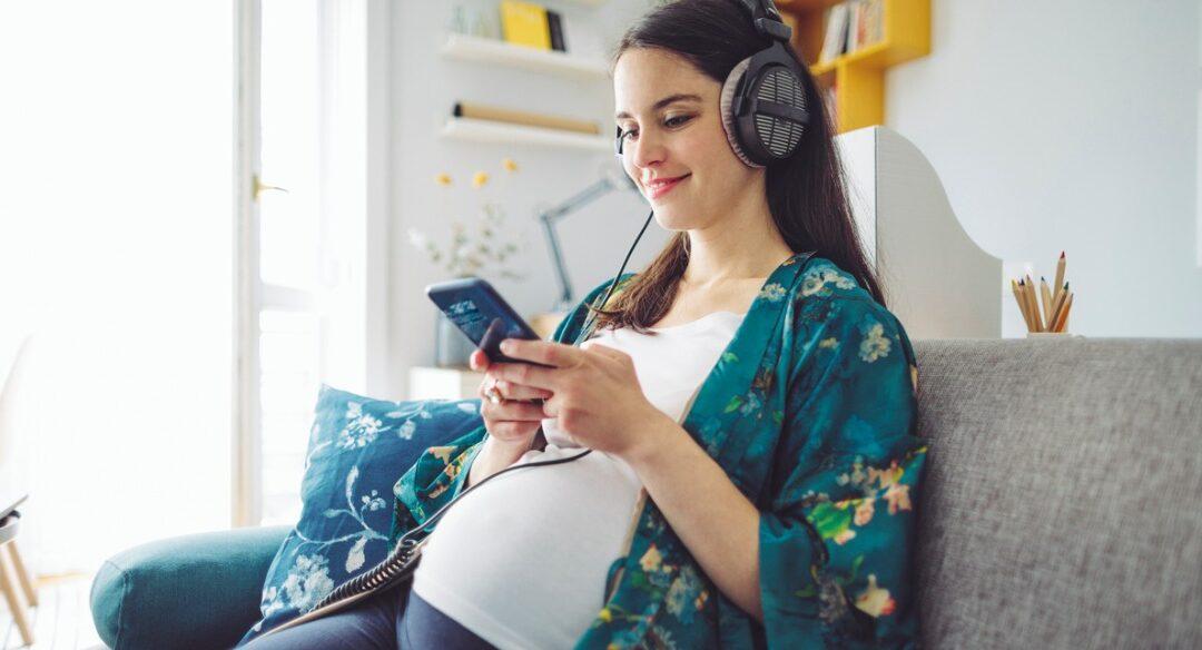 5 podcasts para mães escutarem
