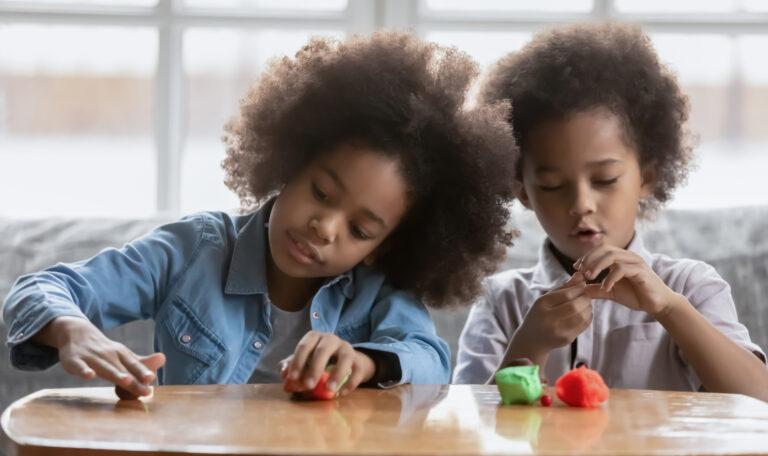 5 brincadeiras para estimular a criatividade das crianças: massinha de modelar