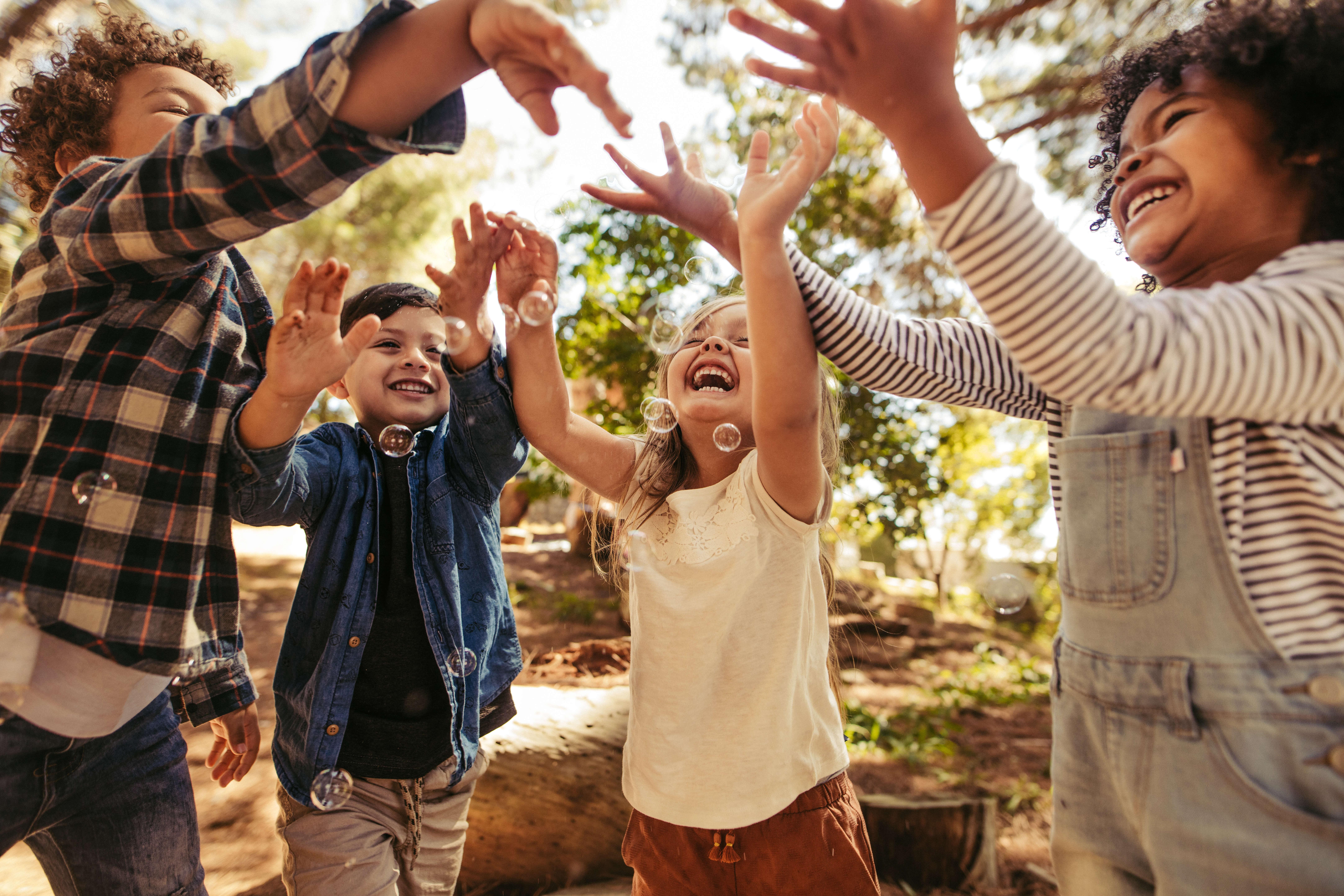 5 brincadeiras para estimular a criatividade das crianças