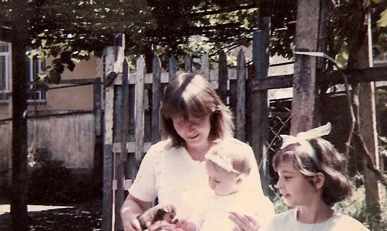 Eu, minha mãe e minha irmã (Foto de arquivo pessoal)